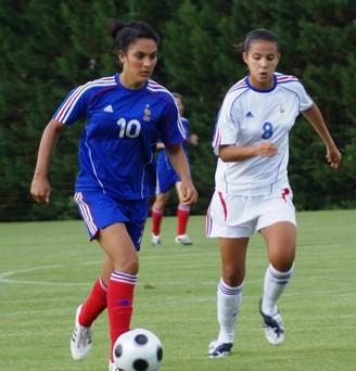 Alix Faye Chellali, à droite, aux côtés de Louisa Necib (photo : S. Lebeau)