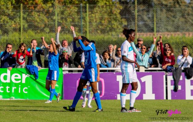 Babinga lève les bras au coup de sifflet final (photo Manu Cahu)