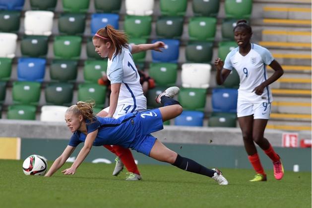 Dechilly et les Bleuettes chutent face à l'Angleterre (photos : IrishFA)
