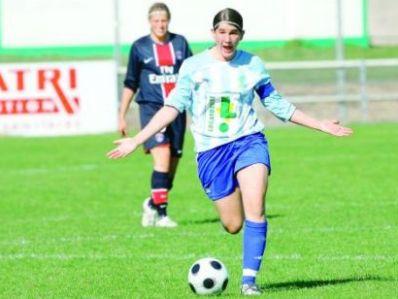 La capitaine de Soyaux, Bilbault, et son équipe s'inclinent 0-2 face au PSG (photo : charente libre)