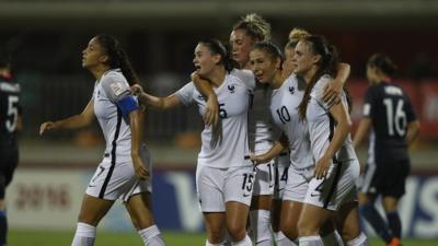Parfois dans la souffrance mais toujours avec solidarité, les Bleuettes ont franchi les étapes jusqu'à la finale (photo FIFA.com)