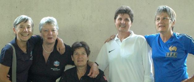 Les anciennes internationales avec Nadine Juillard, au centre (photo DR)
