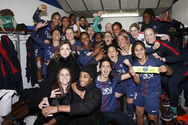 La joie dans le vestiaire parisien (photo TeamPics/PSG.fr)