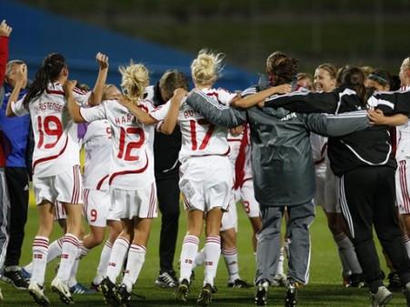 Les Danoises fêtent leur qualification (foto-net/fifa.com)