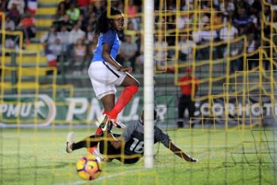 La patte de Mbock, auteur de ses deux premiers buts en A (photo Sanogo/AFP)