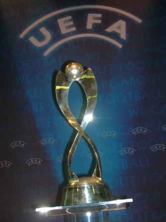 Un des trophées de l'UEFA