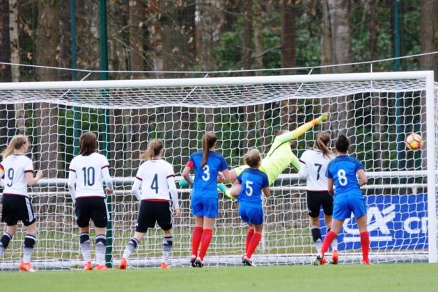 L'ouverture du score allemande sur coup franc (photo Sébastien Duret)