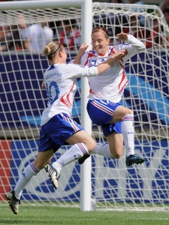 La joie française lors de l'ouverture du score (foto-net)