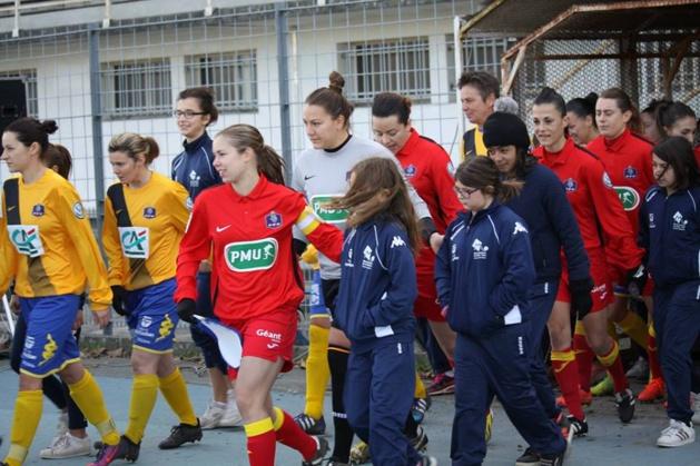 l'ASPTT Albi (ici en rouge face à Montauban en coupe de France) accompagne ses joueuses dans leur projet professionnel extra-football.