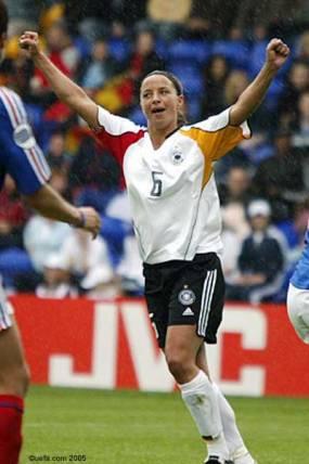 Inka Grins a inscrit 4 buts en phase finale en 2005 (uefa.com)
