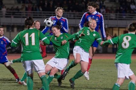 La défense irlandaise a cédé à la 67e minute