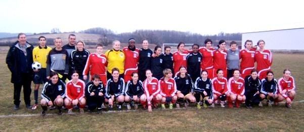 Les équipes d'Arbois et Vendenheim après le match