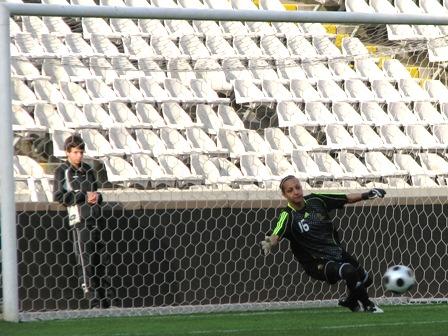 Bouhaddi décisive offre la victoire aux Bleues