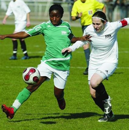 Ngono Mani devance Delannoy et le PSG (photo : LP)