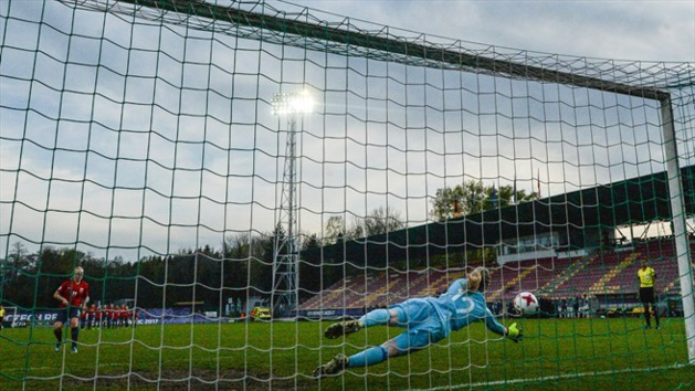 La gardienne allemande a été décisive lors des tirs au but (photo UEFA.com)