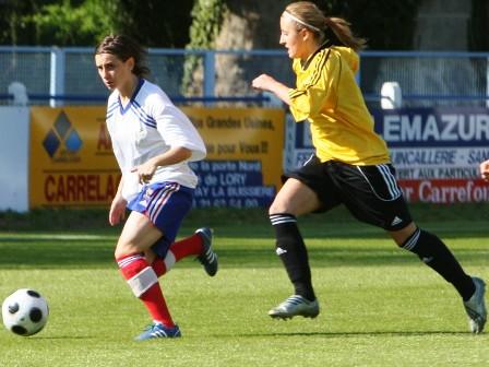 Charlotte Lozé (à gauche)