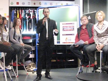 L'attaché de presse, Matthieu Brelle-Andrade, a lancé la conférence