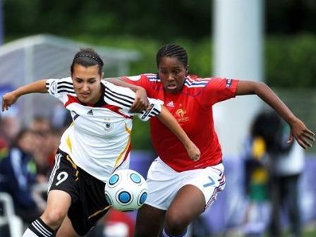 Malinowski, ici face à Margaretta, aura été le bourreau des Françaises (photo : uefa.com)