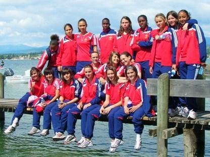 Les joueuses sur un ponton autour du Lac Léman