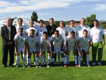 La sélection algérienne aux côtés de l'ex-international Mustapha Dahleb (photo : Sébastien Duret)