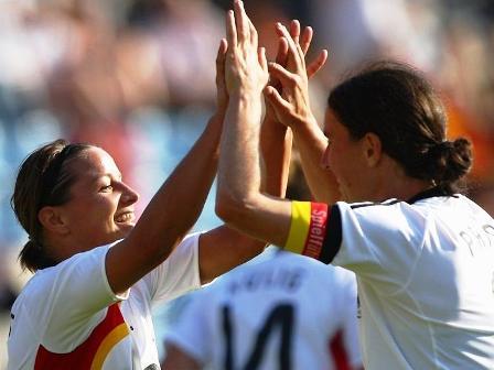 Inka Grings et Birgit Prinz (photo : uefa.com)