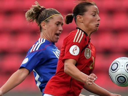 Abily dépassée par Grings et l'Allemagne (photo : uefa.com)