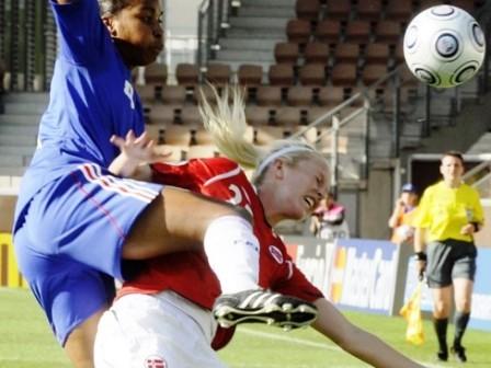 La défense française a ensuite su conserver ce résultat (photo : fotball.no)