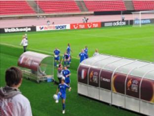 Avant chaque match les joueuses font parvenir dans les tribunes une dizaine de ballons