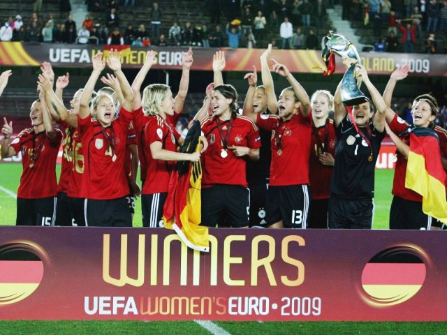 Le favori allemand a conservé son trophée (photo : dfb)