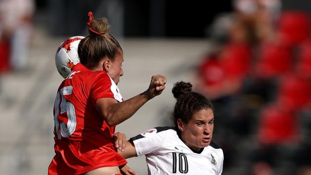Burger à droite, capitaine et buteuse pour l'Autriche (photo UEFA.com)