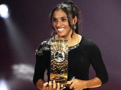 Marta reçoit son 4e trophée FIFA (source : fifa.com)