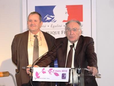 Jean-Pierre Escalettes (au micro) et Fernand Duchaussoy (à gauche)