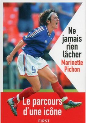 Livre - Marinette PICHON sort son autobiographie, un récit qui dépasse le football