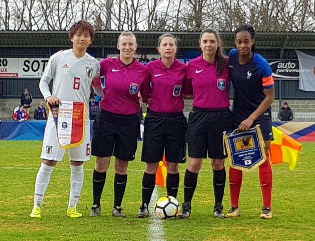 Les capitaines et le trio arbitral (photo Ligue de Bretagne)