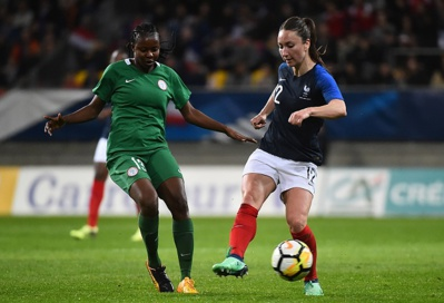 Thiney devant Okobi-Oke (photo FFF.fr)