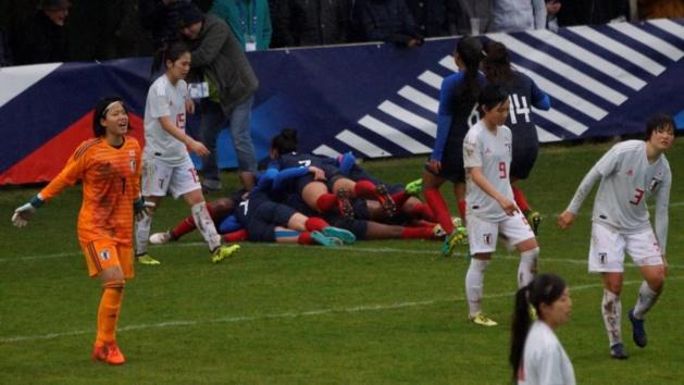La joie tricolore sur le deuxième but français (photo Sébastien Duret)