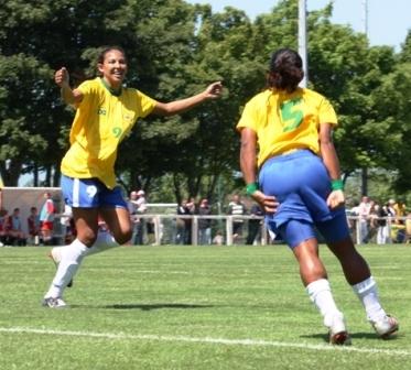 Danielle Silva, à gauche, meilleure buteuse (photos : Sébastien Duret)