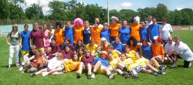 Toutes les générations réunies sur la pelouse pour fêter les 40 ans du club (crédit photo DR)
