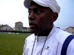 L'entraîneur Johnny Kari