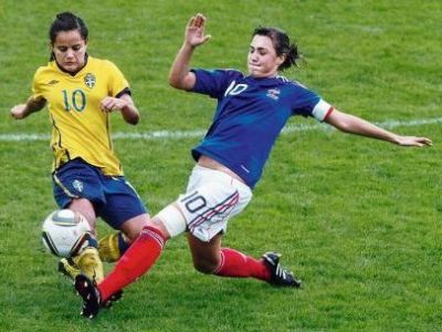 Diaz et les Suédoises jouent un mauvais coup aux mini-Bleues (photo : DLD)