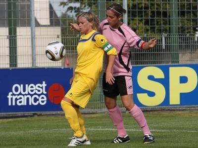 Julie Morel, maillot jaune fait la course en tête (photo : S. Duret)