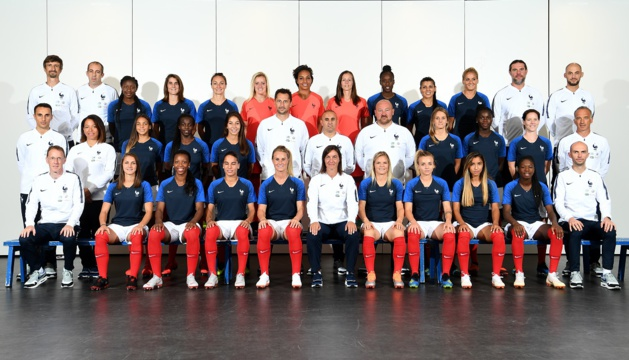 La sélection tricolore avec le staff lors de la photo officielle à Clairefontaine