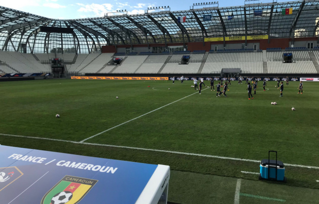 Les Bleues, veille de match au stade des Alpes (photo FFF)