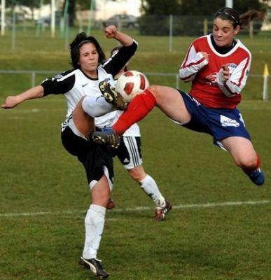 Sauques à droite a inscrit le 2e but pour La Roche face à Poitiers (photo : NR)