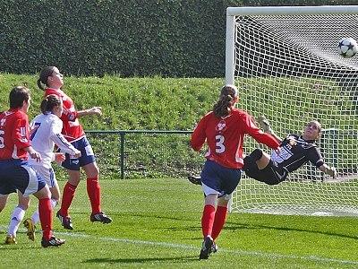 Lyon victorieux 10-0 se rapproche du titre national (photo : Van Gol)