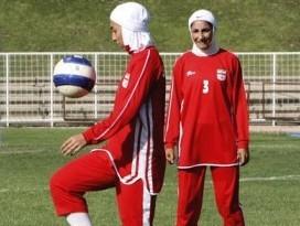 Iran : le foulard fait débat avec la FIFA
