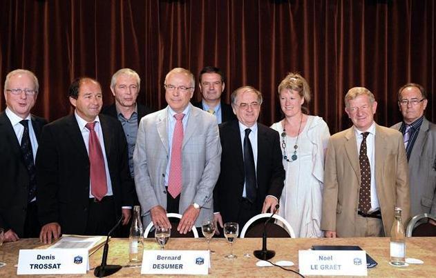 Brigitte Henriques entourée du nouveau Président de la FFF et des membres du Comité Exécutif