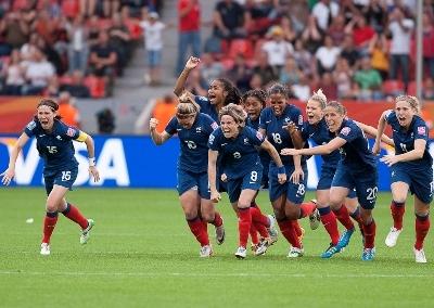 Les tirs au but ont souri aux Bleues (photo : Eric Baledent)