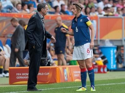 Bruno Bini et Sandrine Soubeyrand lors des changements à la 32e minute (photo : Eric Baledent)
