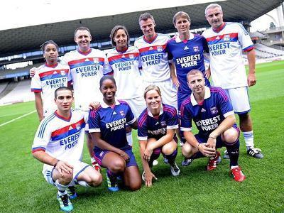 Sarah Bouhaddi, Elodie Thomis et Amandine Henry étaient aussi présentes il y a quelques jours pour la présentation des nouveaux maillots (photo : olweb.fr)